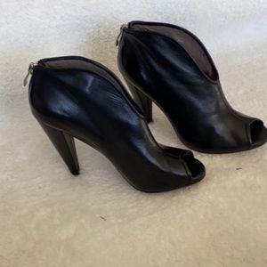 Vince camuto black open toe booties size 5.5